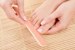 Limer ses ongles de pieds