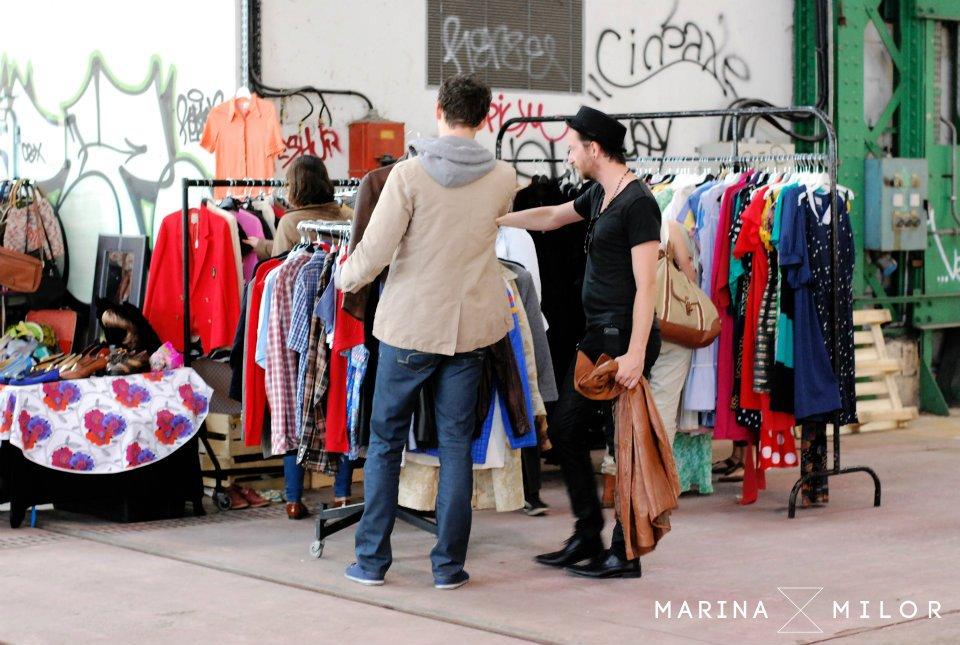 Hommes en train d'acheter des vêtements- Marina Milor