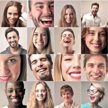 collage de divers portraits d'hommes et de femmes souriants