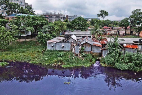 Pollution des eaux par les usines textiles à Savar au Bangladesh - mode éthique