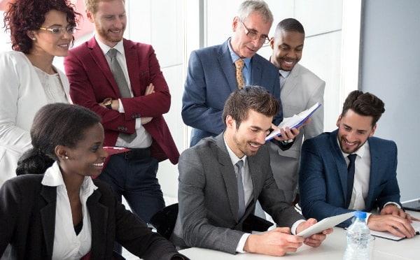 Collaborateurs en entreprise ayant une image valorisée