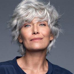 Coupe courte - assumez vos cheveux blancs gris