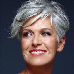 Coupe tres courte -assumer vos cheveux gris blancs