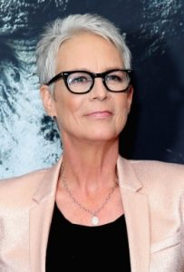 Jamie Lee Curtis assume ses cheveux blancs